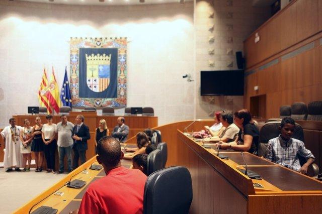 Participantes En El Programa 'Vacaciones En Paz' Visitan Las Cortes