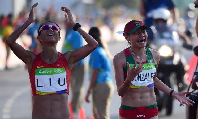 Liu gana el oro olímpico en los 20 kilómetros marcha