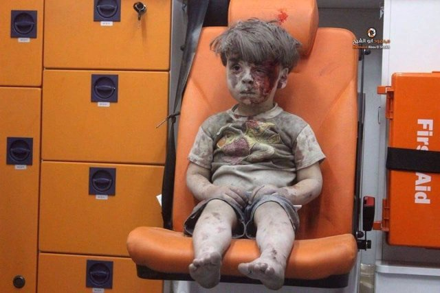 Omran Daqneesh, niño sirio superviviente bombardeo en Alepo