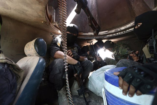 Combatientes de las Fuerzas Democráticas de Siria cerca de Manbij