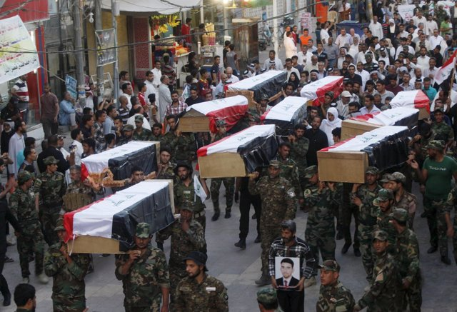 Entierro de algunos de los cadetes muertos en la masacre de Speicher