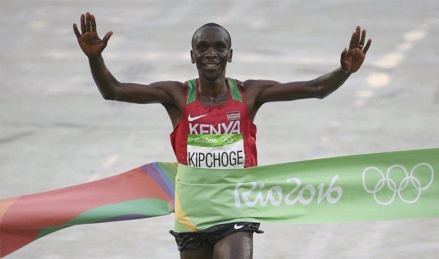 Eliud Kipchoge, campeón olímpico en maratón en Río