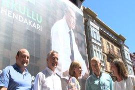 Un Urkullu en mangas de camisa, cartel electoral del PNV para las próximas elecciones