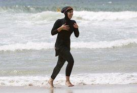 La comunidad musulmana en Francia teme ser estigmatizada a raíz de la prohibición del 'burkini'