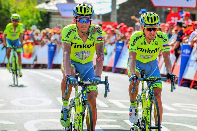 Contador cruza magullado la línea de meta en la Puebla de Sanabria