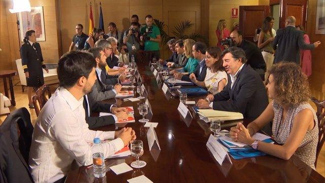 Continúan las negociaciones entre PP y C's