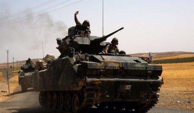 Tanques turcos en frontera con Siria