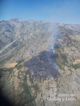Incendio activo en Candeleda (Ávila)