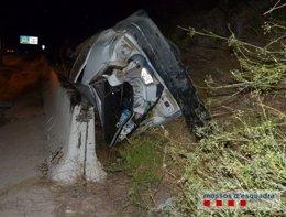 Los dos ocupantes del vehículo han sido trasladados al hospital