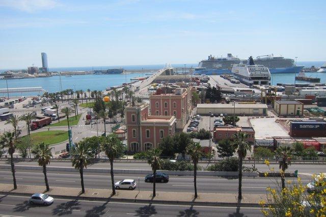 Puerto de Barcelona, litoral, mar, cruceros
