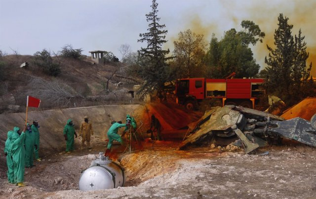 Expertos retirando el combustible de misiles con armas químicas en Libia