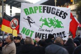 """Merkel admite que Alemania ha pasado por alto la necesidad de """"una solución paneuropea"""" a la crisis migratoria"""