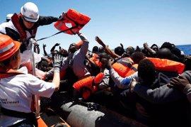 Libia dice que realizó disparos de advertencia a un barco de MSF frente a sus costas