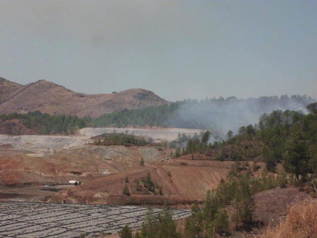 Foto del incendio cerca del vertedero de Nerva