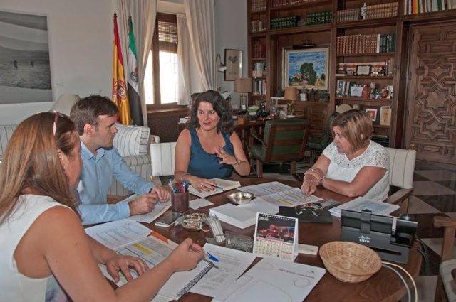 Reunión sobre congreso de Montánchez sobre despoblamiento rural