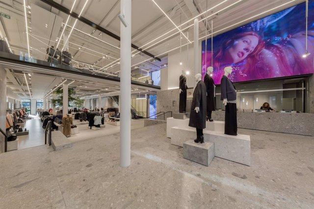 Ndp: Zara Estrena Una De Sus Tiendas Emblemáticas Globales En A Coruña