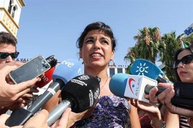 Teresa Rodríguez atiende a los periodistas tras el acto de Blas Infante