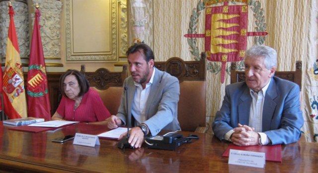 El alcalde de Valladolid, Óscar Puente, en la rueda de prensa del Premio Ateneo