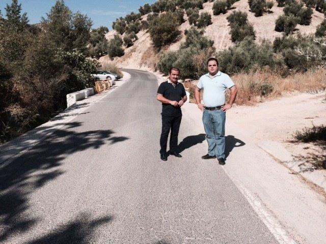 Castro (i), junto a Torres, visita la carretera entre Martos y Los Villares.