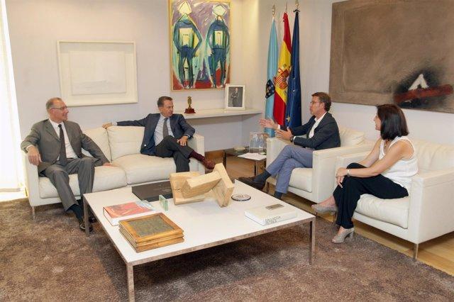 O titular do Goberno galego, Alberto Núñez Feijóo, acompañado do conselleiro de