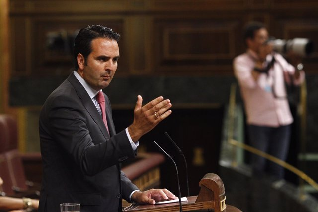 El portavoz de UPN Iñigo Alli en el debate de investidura de Rajoy