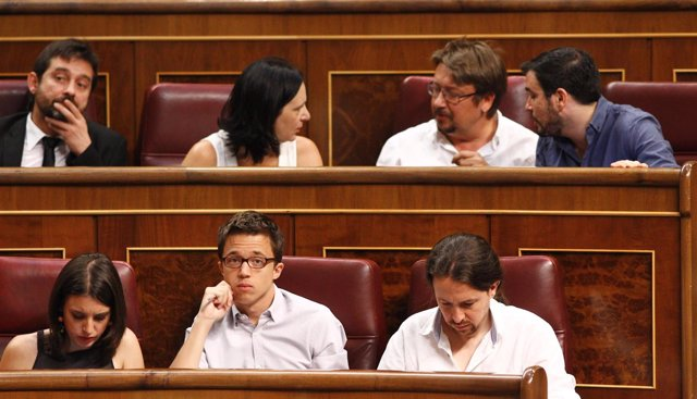 Irene Montero, Íñigo Errejón, Pablo Iglesias y diputados de Unidos Podemo