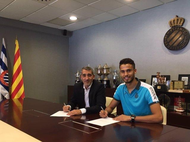 Diego Reyes firma su contrato con el RCD Espanyol