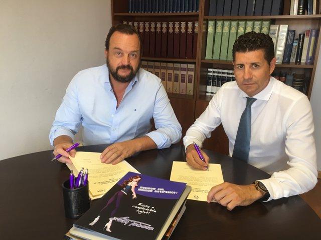 Representantes de Spain Nightlife en la firma del acuerdo