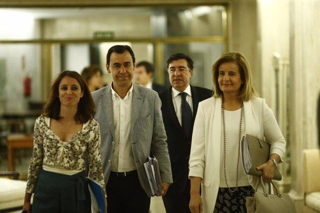 Los negociadores del PP, con Maillo y Andrea Levy, llegan al Congreso