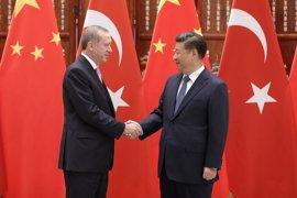 Erdogan y Xi acuerdan reforzar la cooperación bilateral para combatir el terrorismo