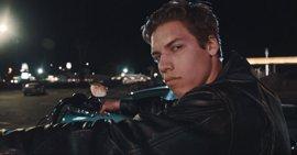 El hijo de Arnold Schwarzenegger recrea la mítica escena de Terminator 2