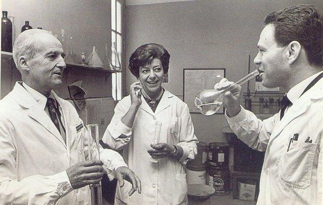 Leloir celebrando el premio nobel con sus compañeros