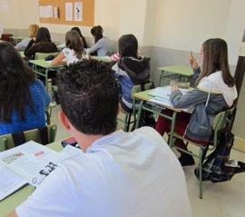 El curso escolar contará con 496 nuevos docentes y 101 millones en becas, récord histórico
