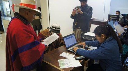 Bolivia entrega el primer documento de identidad a una persona trangénero