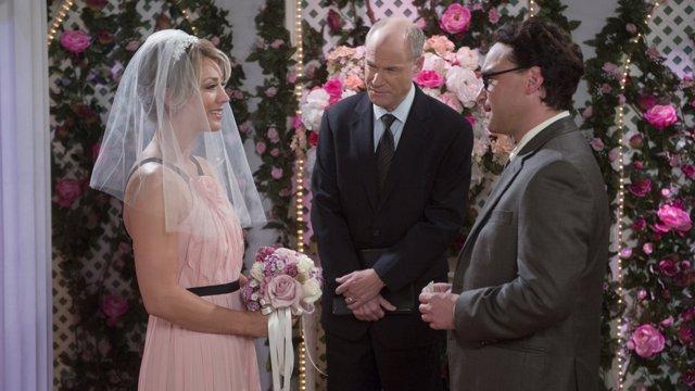Leonard y Penny casándose en Las Vegas en la 9ª temporada de The Big Bang Theory