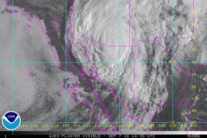 Newton se degrada al nivel de tormenta tropical y toca tierra de nuevo en México