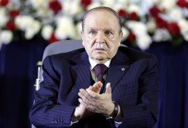 Nuevas imágenes del presidente Buteflika dos meses después de su última aparición pública