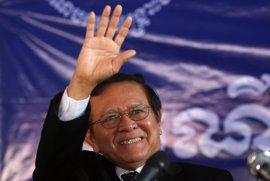 El líder opositor camboyano Kem Sokha, condenado 'in absentia' a cinco meses de prisión
