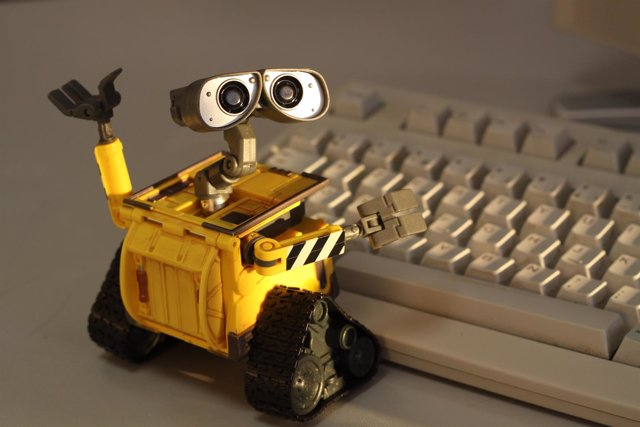 Robot de Pixar con teclado Wall-E