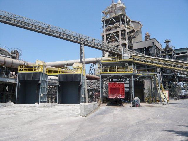 Fábrica de cemento con instalación para el uso de combustible alternativo