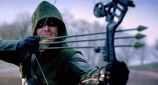 Stephen Amell es Oliver Queen en la serie Arrow