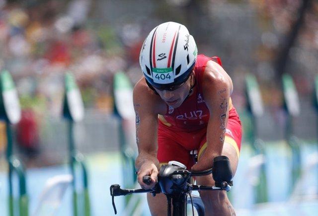 Jairo Ruiz durante el triatlón paralímpico