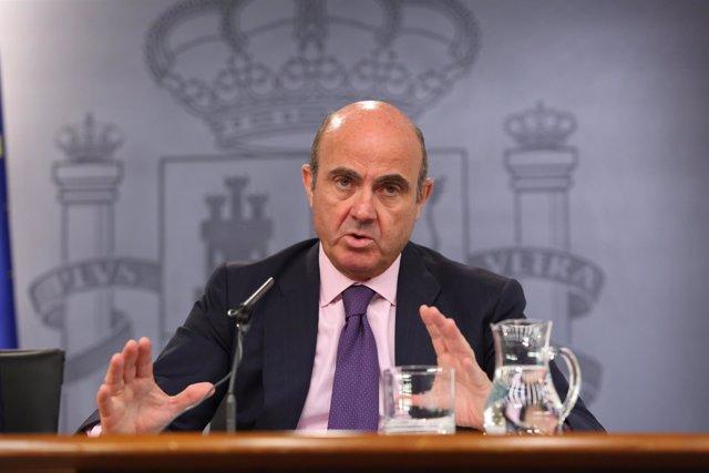Santamaría y Guindos tras el Consejo de Ministros del 29 de julio