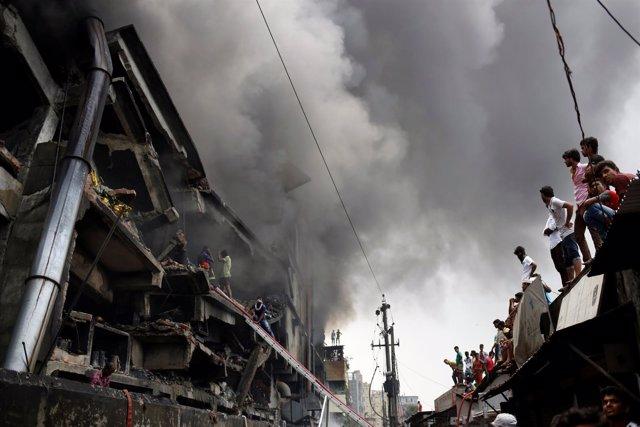 Incendio en una fábrica de empaquetado textil en Tongui