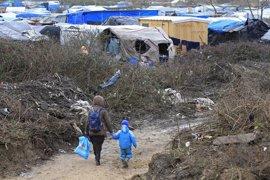 Cada vez más inmigrantes de Calais abandonan el 'sueño británico' para quedarse en Francia