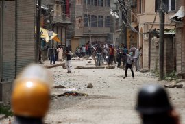 Mueren dos personas en nuevos enfrentamientos con la Policía india en Cachemira