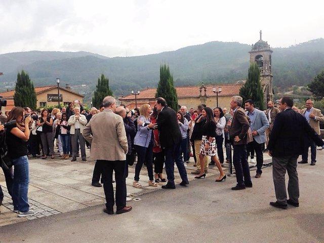 Rajoy en la localidad pontevedresa de Mos en la campaña para el 25S