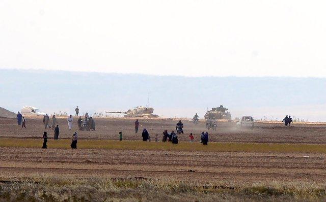 Carros de combate turcos penetran en el norte de Siria
