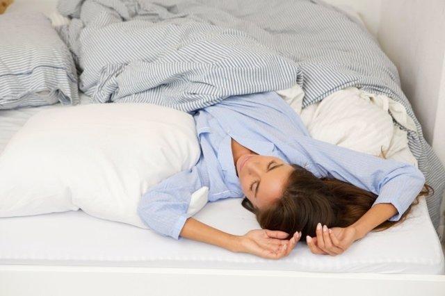Dormir mal, cama, mujer, habitación,
