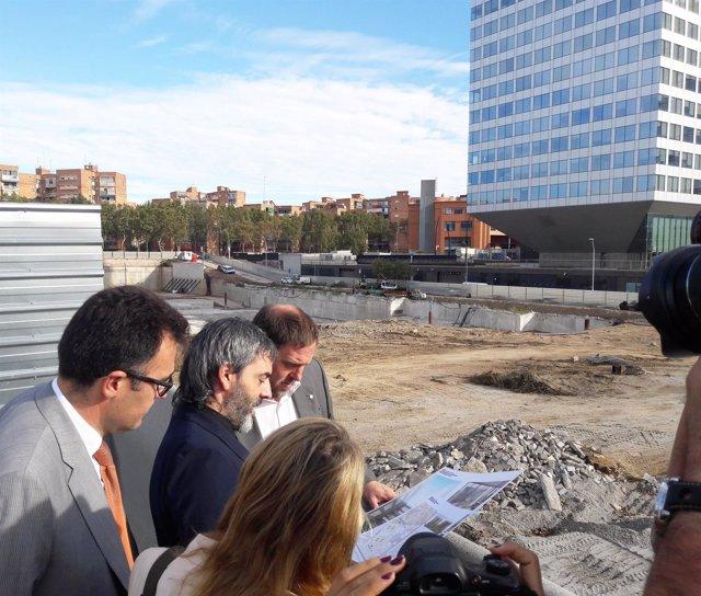 El vicepresidente O.Junqueras en las obras del edificio de la Zona Franca